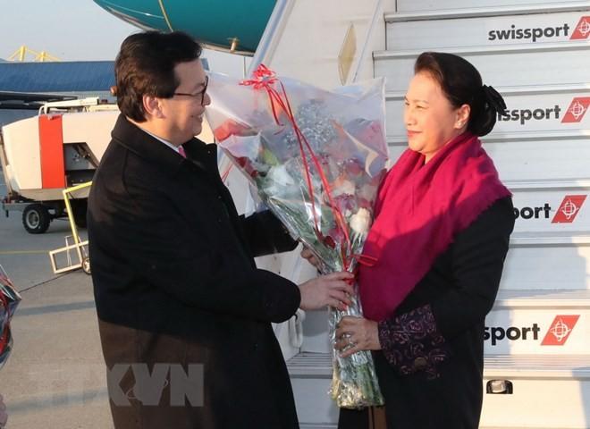 Ketua MN Nguyen Thi Kim Ngan tiba di Swiss untuk menghadiri IPU-138 - ảnh 1