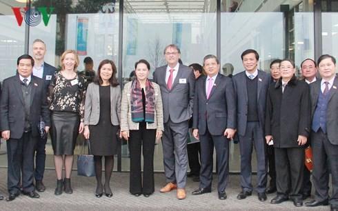 Ketua MN Nguyen Thi Kim Ngan mengunjungi Pusat Pertanian Teknologi di Belanda - ảnh 1