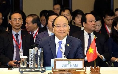 PM Nguyen Xuan Phuc mengakhiri kehadirannya di KTT ACMECS ke-8 dan CLMV ke-9 - ảnh 1
