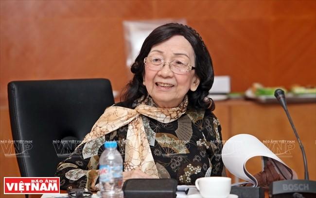 Profesor Pham Thi Tran Chau: Mencintai Tanah Air berarti melaksanakan pekerjaan sebaik-baiknya - ảnh 1