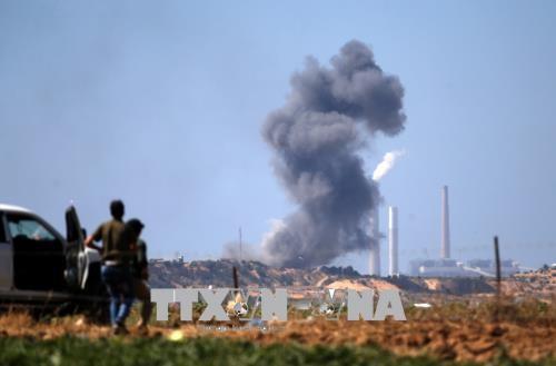 Israel memperhebat serangan udara terhadap Hamas di Jalur Gaza - ảnh 1