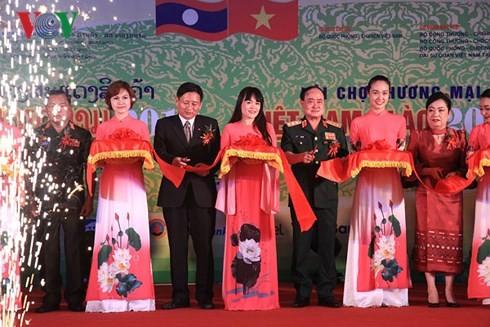 Pembukaan Pekan Raya Perdagangan Viet Nam-Laos 2018 - ảnh 1