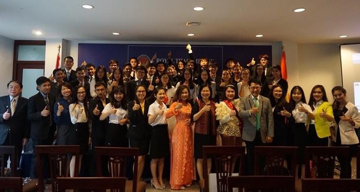 Program temu pergaulan pemuda Viet Nam-Thailand-Jembatan penghubung untuk mendorong hubungan antara dua negara - ảnh 1
