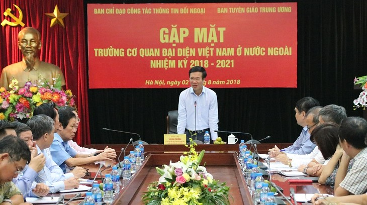 Mengembangkan peranan jembatan penghubung persahabatan dan kerjasama  dari Perwakilan-Perwakilan Viet Nam di luar negeri - ảnh 1
