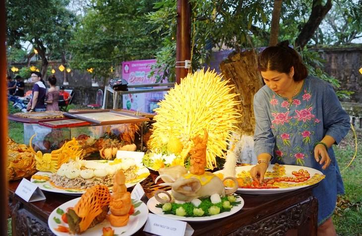 Kuliner istana dan kerakyatan daerah  Hue - ảnh 1