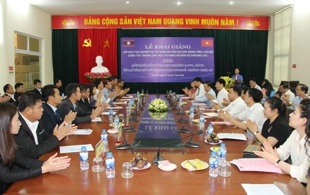 Pekerjaan mendidik kejuruan hukum bagi pejabat Laos - ảnh 1