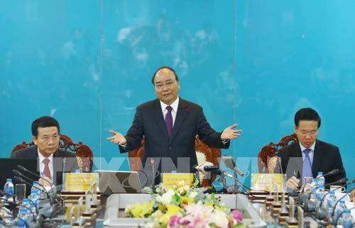 PM Nguyen Xuan Phuc melakukan temu kerja dengan Kementerian Informasi dan Komunikasi Viet Nam - ảnh 1