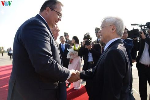 Sekjen Nguyen Phu Trong memulai kunjungan resmi di Hungaria - ảnh 1