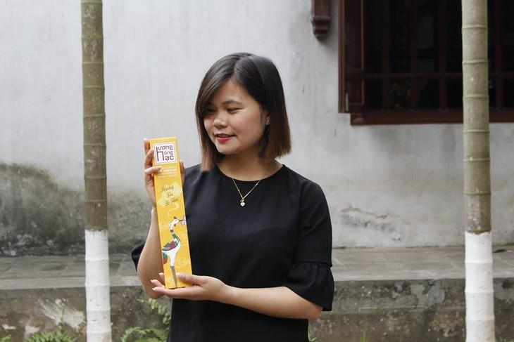 Nguyen Thi Hoai-Gadis muda dan perjalanan memproduksi hio aman dari rumput wangi Vetiver - ảnh 2