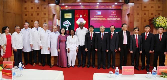 Delegasi Partai Komunis dan Pemerintah Kuba mengunjungi Rumah Sakit Persahabatan Viet Nam-Kuba di Dong Hoi - ảnh 1