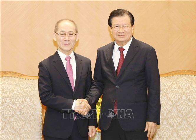 Deputi PM Trinh Dinh Dung: Berbagi tanggung-jawab, bersama dengan komunitas internasional beradaptasi dengan perubahan iklim - ảnh 1