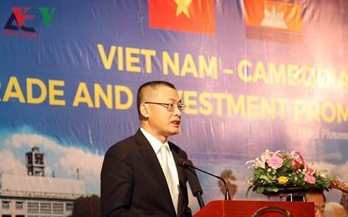 Memperkuat kerjasama ekonomi dan perdagangan Viet Nam-Kamboja - ảnh 1