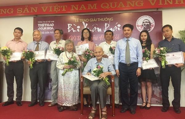 """Acara pemberian penghargaan """"Bui Xuan Phai-Demi  rasa cinta terhadap Kota Ha Noi"""" ke-11 terus menyebarkan rasa cinta terhadap Kota Ha Noi - ảnh 1"""