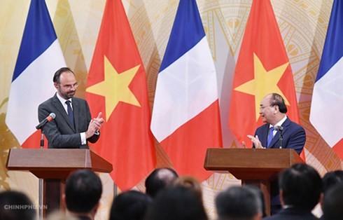 Tujuh belas naskah kerjasama antara Viet Nam dan Perancis di banyak bidang - ảnh 1
