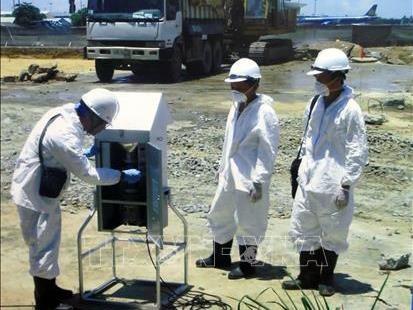 Viet Nam dan AS menandatangani permufakatan serah-terima 13 hektar lahan yang telah dibersihkan dari bom, ranjau dan zat kimia  beracun di Bandara Internasional Da Nang - ảnh 1