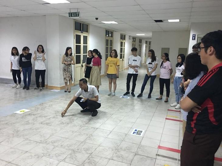 Menemui Eko Widianto- relawan pengajar bahasa Indonesia di Kota Ha Noi - ảnh 2
