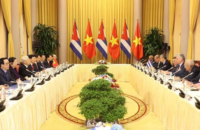 Presiden Miguel Mario Diaz Canel Bermudez: Hubungan Kuba-Viet Nam selalu merupakan hubungan istimewa - ảnh 1
