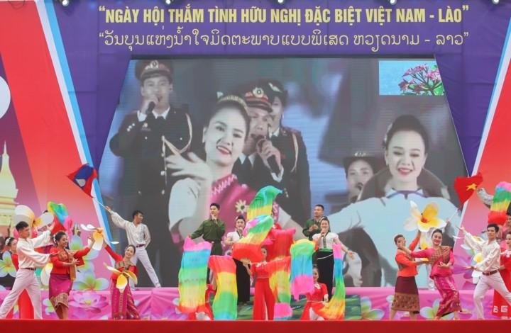 """Pembukaan Pesta """"Persahabatan istimewa yang penuh kemesraan Viet Nam-Laos"""" - ảnh 1"""