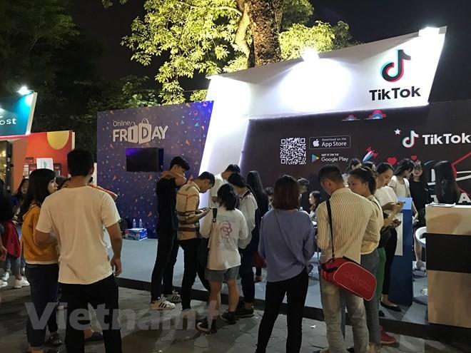 Pesta berbelanja online-Online Friday turut membangun kepercayaan dalam transaksi perdagangan elektronik - ảnh 1