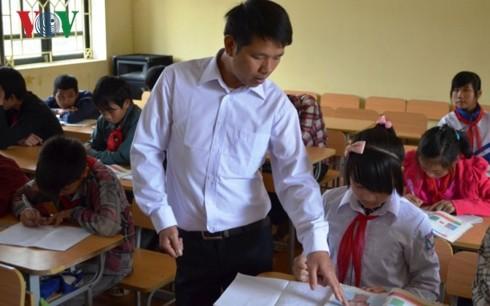 Pak guru Phan Van Thang, guru yang penuh dengan vitalitas di daerah pegunungan Provinsi Yen Bai - ảnh 1