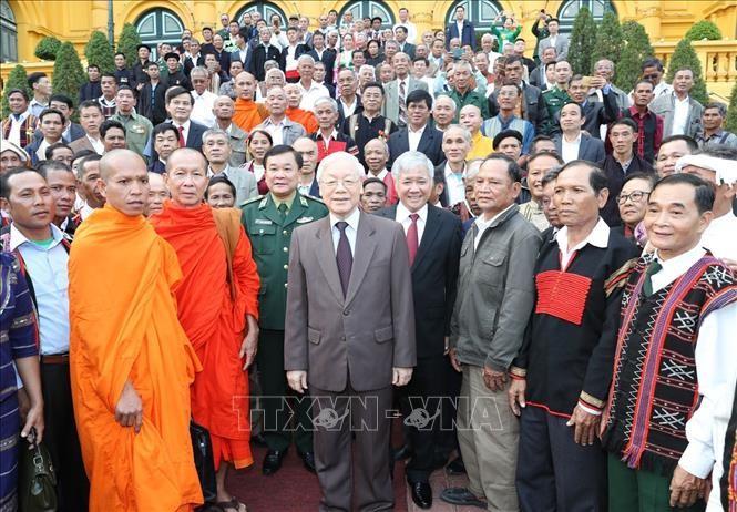 Sekjen, Presiden Nguyen Phu Trong menerima rombongan sesepuh dan kepala dukuh yang tipikal nasional - ảnh 1