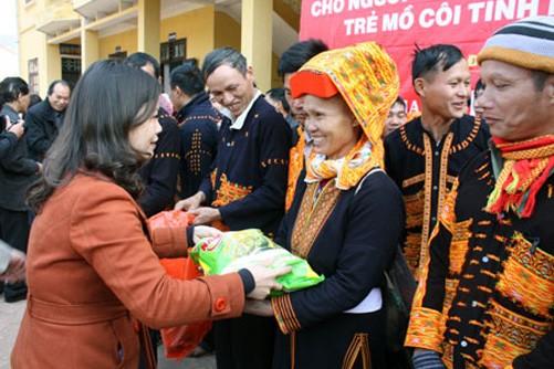 Memikirkan kebutuhan Hari Raya Tet untuk kaum miskin dan warga etnis minoritas - ảnh 1
