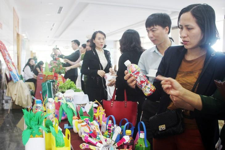 """Mengoperasikan proyek """"Jaringan aksi 3R yaitu mengurangai, menggunakan ulang dan mendaur-ulangkan  sampah plastik di Viet Nam - ảnh 1"""