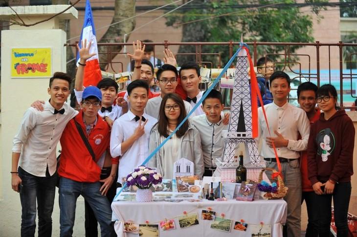Kaum pelajar dan mahasiswa Viet Nam dengan Hari Francophonie Internasional - ảnh 1