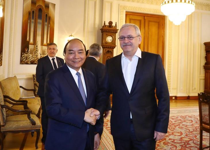 PM Nguyen Xuan Phuc melakukan pertemuan dengan Ketua Majelis Rendah Rumania - ảnh 1