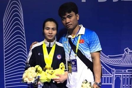 Viet Nam menggondol 3 medali emas di turnamen kejuaraan angkat besi  Asia - ảnh 1