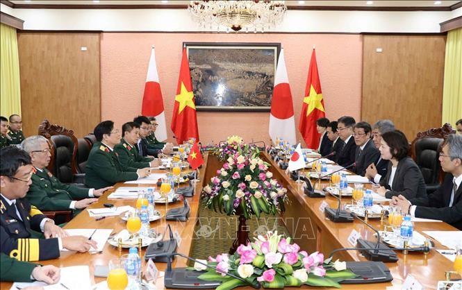 Viet Nam dan Jepang memperkuat kerjasama di bidang pertahanan - ảnh 1