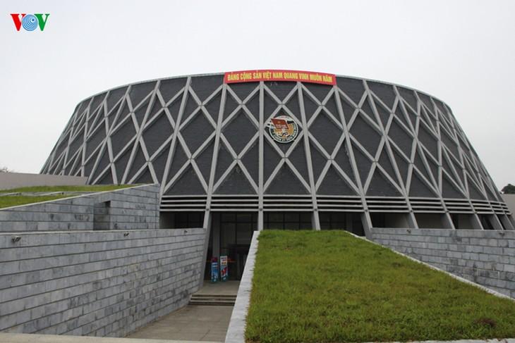 Museum Kemenangan Dien Bien Phu pada hari-hari bulan Mei yang bersejarah - ảnh 1