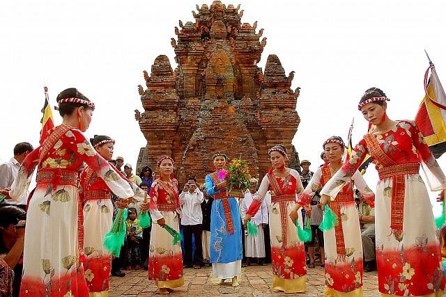 Warga etnis minoritas Cham di Provinsi Binh Thuan mengkonservasikan bahasa dan aksaranya - ảnh 1