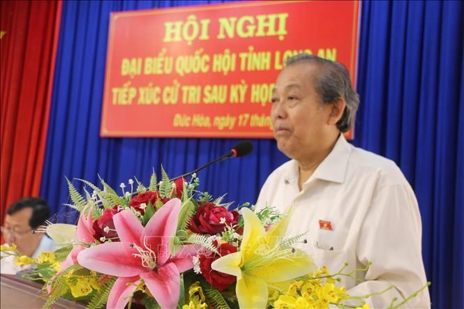 Deputi Harian PM Truong Hoa Binh melakukan kontak dengan pemilih Kabupaten Duc Hoa, Provinsi Long An - ảnh 1
