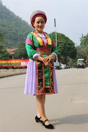 Ciri khas dari pakaian perempuan etnis minoritas Mong Putih, Provinsi Ha Giang - ảnh 1