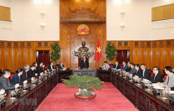 Pemerintah Viet Nam berkomitmen menciptakan semua syarat yang kondusif kepada badan usaha Singapura untuk melakukan usaha dengan sukses di Viet Nam - ảnh 1