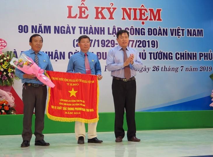 Memperingati ulang tahun ke-90 berdirinya Serikat Buruh Viet Nam: Aktif memikirkan kehidupan pekerja - ảnh 1