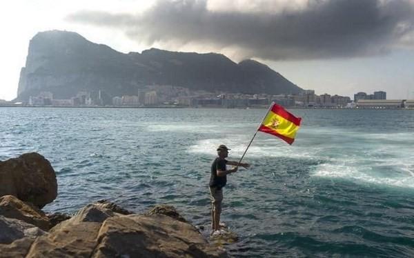 ອັງກິດ ແລະ ແອັດສປາຍ ສ້າງຄວາມອຸ່ນອ່ຽງໃຈໃຫ້ເຂດແຄ້ວນ Gibraltar - ảnh 1