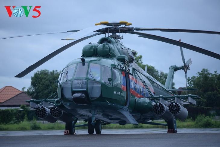 ພິທີມອບຮັບເຮືອບິນເອລີກອບເຕີ Mi -17 ຂອງລັດເຊຍ ໃຫ້ແກ່ກອງທັບອາກາດສປປລາວ - ảnh 5