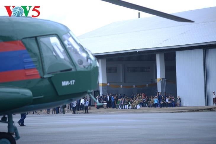 ພິທີມອບຮັບເຮືອບິນເອລີກອບເຕີ Mi -17 ຂອງລັດເຊຍ ໃຫ້ແກ່ກອງທັບອາກາດສປປລາວ - ảnh 7