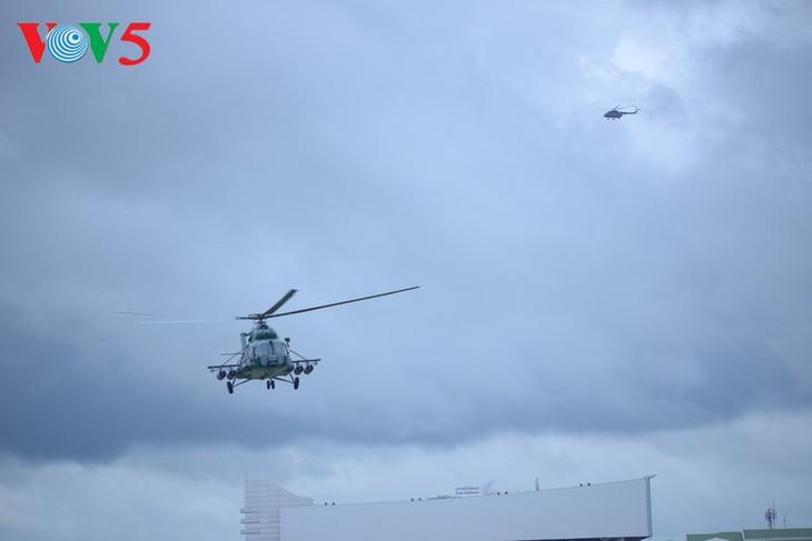 ພິທີມອບຮັບເຮືອບິນເອລີກອບເຕີ Mi -17 ຂອງລັດເຊຍ ໃຫ້ແກ່ກອງທັບອາກາດສປປລາວ - ảnh 9