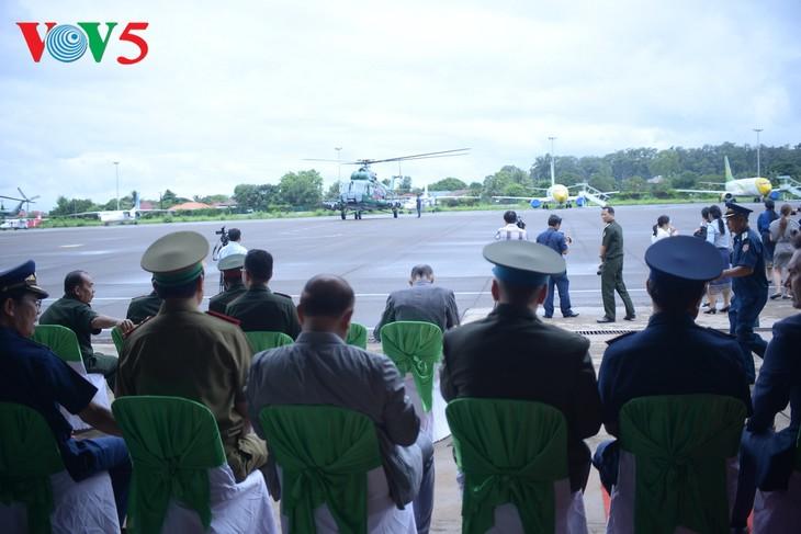 ພິທີມອບຮັບເຮືອບິນເອລີກອບເຕີ Mi -17 ຂອງລັດເຊຍ ໃຫ້ແກ່ກອງທັບອາກາດສປປລາວ - ảnh 10