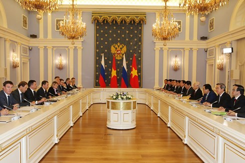 เลขาธิการใหญ่พรรคฯเหงวียนฟู้จ่องพบปะกับนายกรัฐมนตรีรัสเซีย - ảnh 1