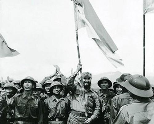 ສະເຫຼີມສະຫຼອງ 45 ປີແຫ່ງວັນການນຳ ກູບາ Fidel Castro ມາຢ້ຽມຢາມເຂດປົດປ່ອຍຢູ່ແຂວງ ກ໋ວາງຈິ - ảnh 1