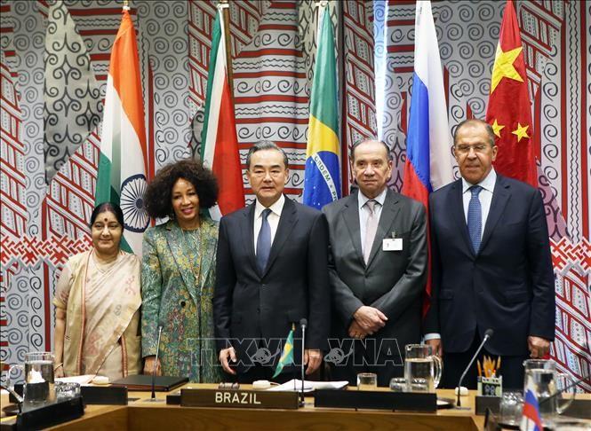 BRICS ໃຫ້ຄຳໝັ້ນສັນຍາຊຸກຍູ້ການຫັນເປັນໂລກາພິວັດມຸ່ງໄປເຖິງການພັດທະນາທີ່ດຸ່ນດ່ຽງ, ສະເໝີພາບ ແລະ ມີຜົນປະໂຫຍດໃຫ້ທຸກຝ່າຍ - ảnh 1