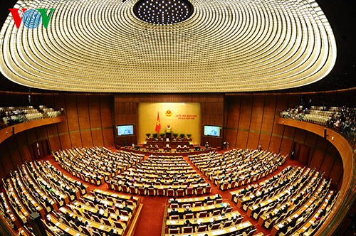 Legisladores vietnamitas continúan analizando enmiendas de ley - ảnh 1