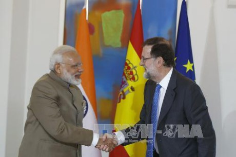 España y la India coinciden en resolver polémicas en Mar Oriental - ảnh 1