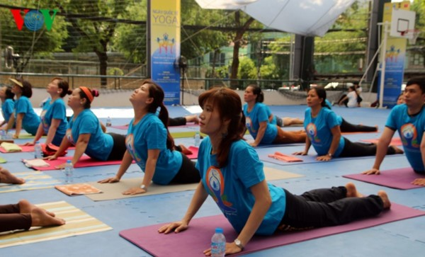 Ciudad Ho Chi Minh acoge el Día Internacional del Yoga - ảnh 1