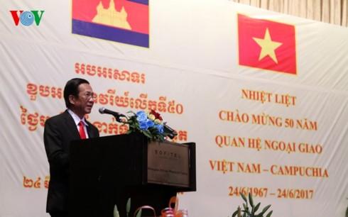 Celebran en Pnom Penh el 50 aniversario de vínculos diplomáticos Vietnam-Camboya - ảnh 1