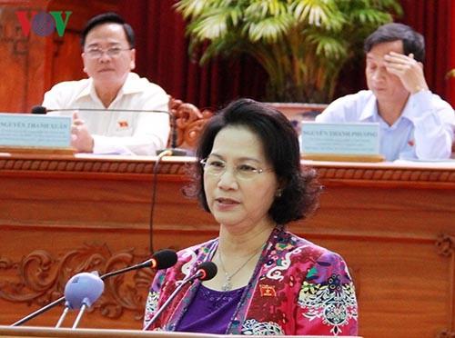 Dirigentes legislativos vietnamitas se reúnen con electores  - ảnh 1
